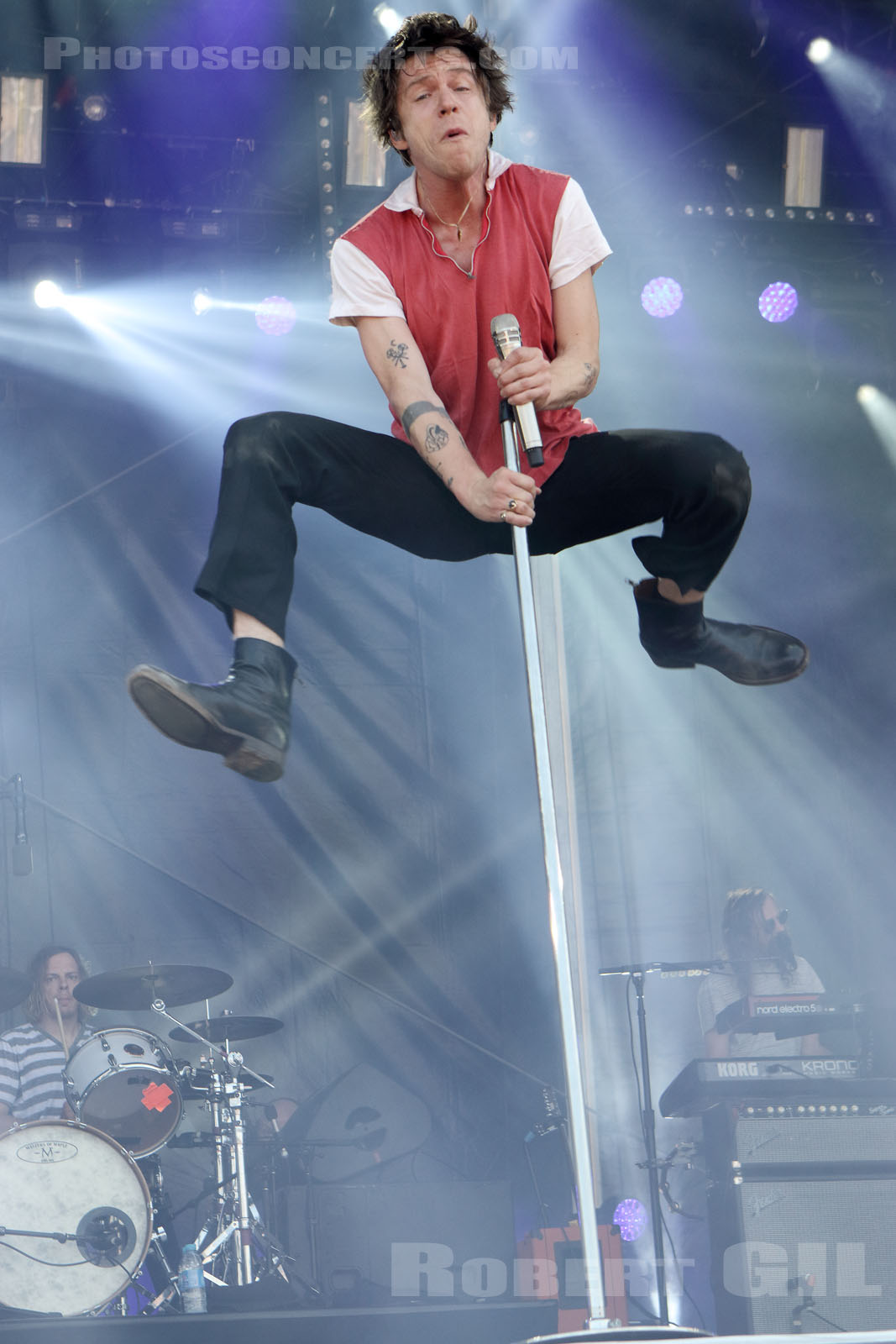 CAGE THE ELEPHANT dancing feet